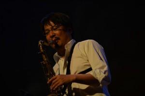 素晴らしい演奏を繰り広げた川嶋哲郎さん(ts)