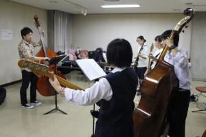 ストリングベ-ス参加生徒4名講師鈴木克人氏